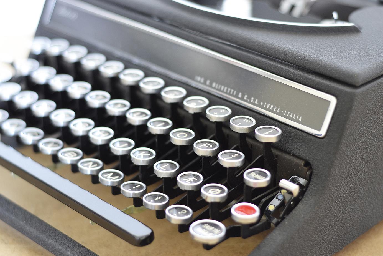 qzerty-restauratori-di-macchine-per-scrivere-brivio-lecco-thumbnail