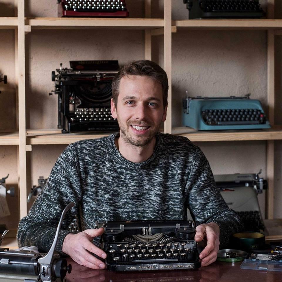qzerty-restauratori-di-macchine-per-scrivere-brivio-lecco-profile