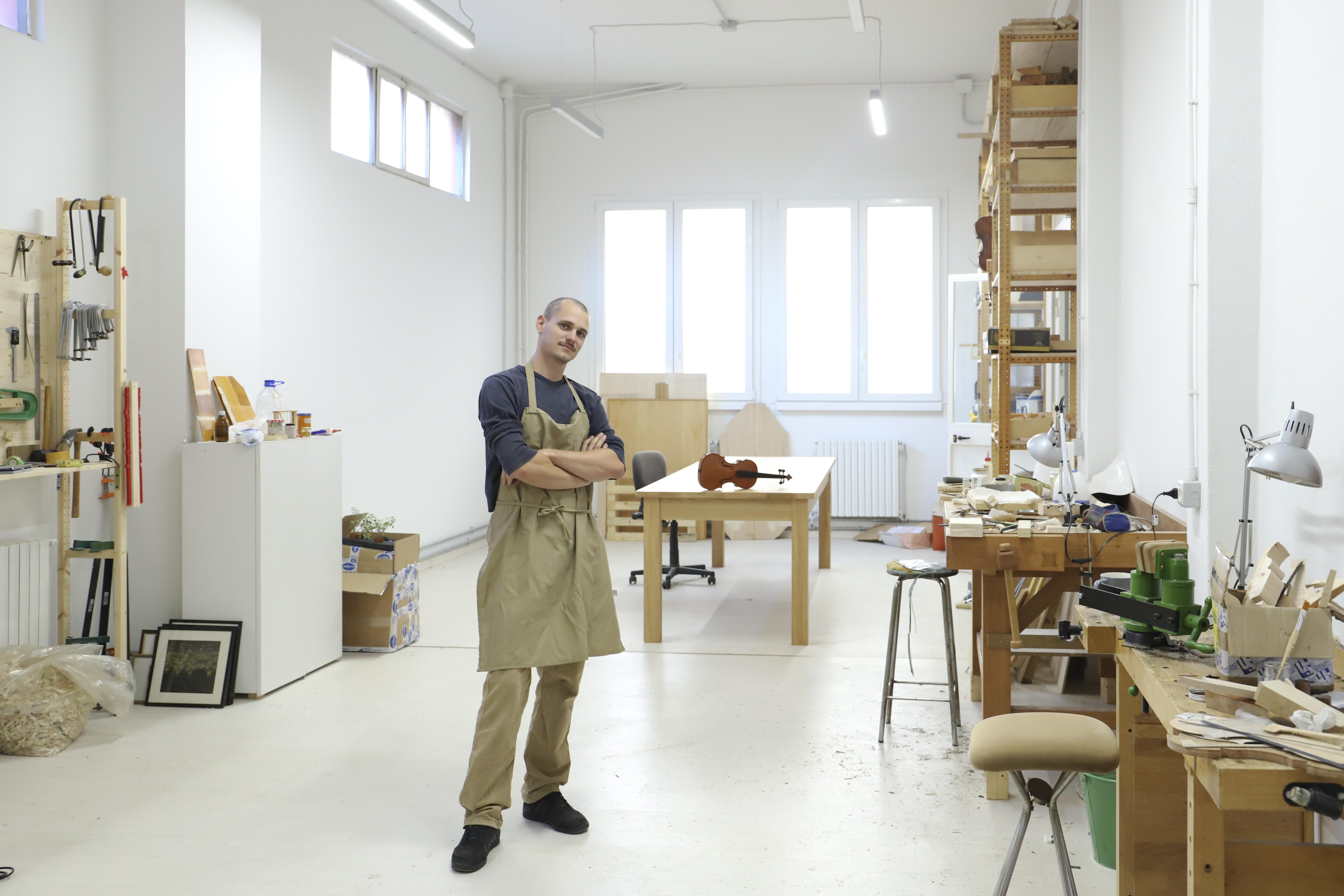 Stefano Bertoli, liutaio di Milano - vincitore del concorso Artigiano del Cuore 2020 di Wellmade