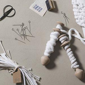 unpizzo-lacemaking-weaving-furnishing-accessories-cantu-como-gallery